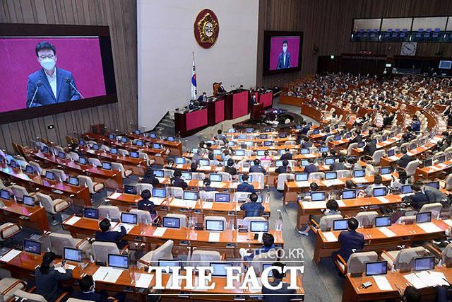 하반기 법제사법위원장을 맡은 박광온 더불어민주당 의원이 인사말을 하고 있다.