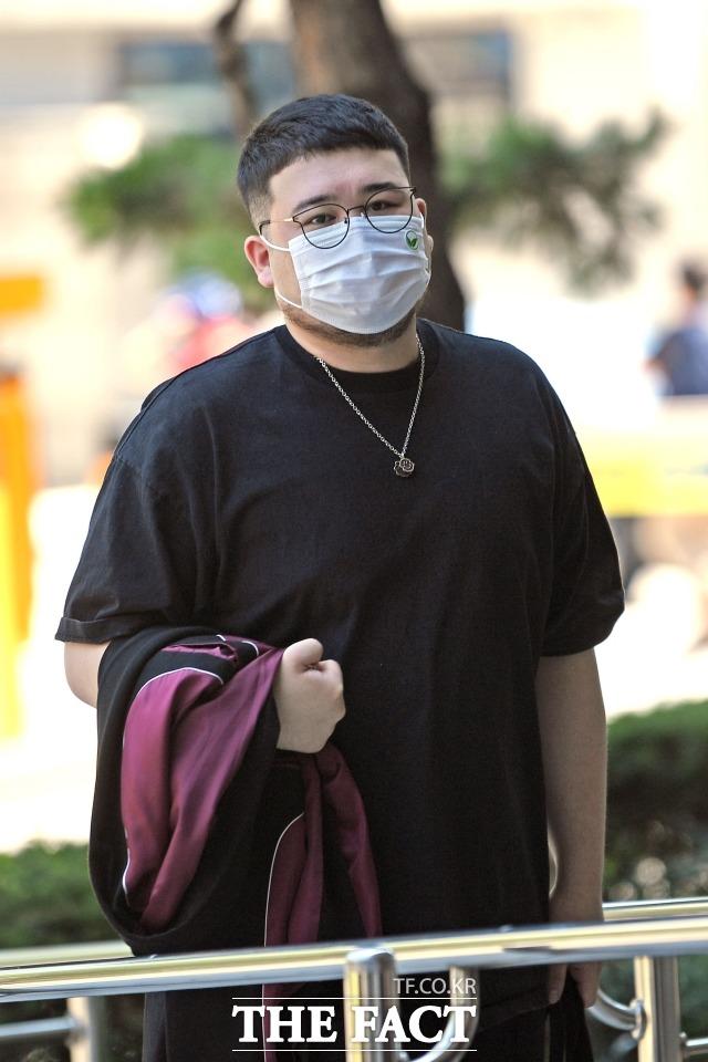 대마초를 소지하고 흡연한 혐의를 받는 래퍼 킬라그램(본명 이준희·29)에게 검찰이 징역 1년을 구형했다. /남윤호 기자