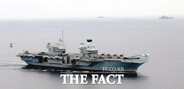 해군에서 F-35B 도입을 검토하고 있는 가운데 이날 한국 해군은 F-35B 운용에 최적화된 영국의 퀸 엘리자베스 항모와 합동 해상 훈련을 펼쳤다.
