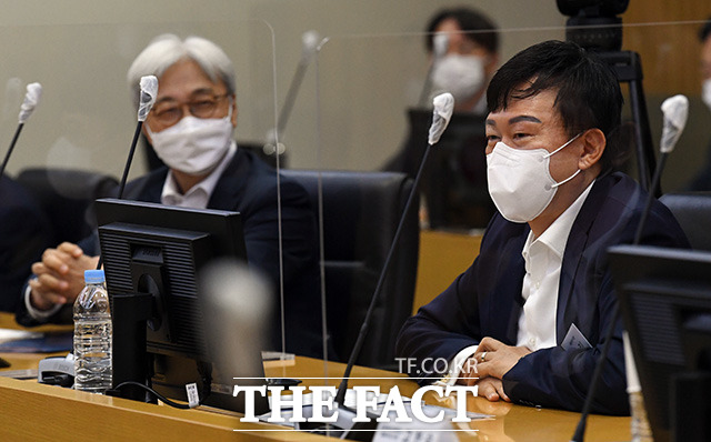 존림 삼성바이오로직스 사장(오른쪽)이 김부겸 국무총리와의 간담회에서 인사말을 하고 있다.