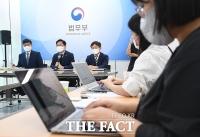 취재진 질의 받는 박범계 장관 [포토]