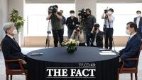 첫 회동 갖는 고승범 금융위원장과 이주열 한국은행 총재 [포토]