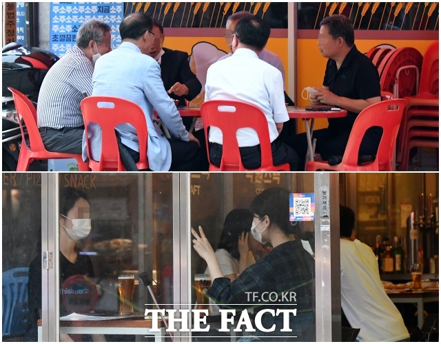 사회적 거리두기 4단계가 4주 연장, 일부 조치가 완화된 6일 오후 서울 노원구 일대 음식점에서 6인이 모인 중년들(위)과 2인씩 모인 청년들이 대조된 모습을 보이고 있다. /이새롬 기자