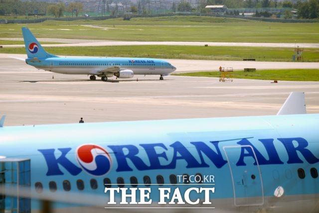 대한항공이 SK에너지와 탄소중립항공유 도입 협력을 시작, 제주와 청주 출발 국내선 항공편 대상 1개월 소요 분량의 탄소중립항공유를 구매한다고 6일 밝혔다. /더팩트 DB