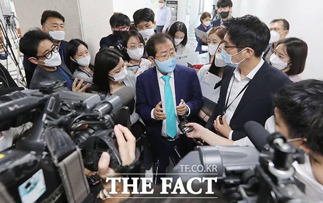 김웅 의원과 손준성 검사의 텔레그램 내용을 보니 윤 총장의 묵시적 지시 없이 그게 가능했겠느냐 하는 의구심이 강하게 듭니다