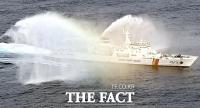 해양경찰의날 '독도 앞 퍼포먼스' 선보이는 경비함정 [TF사진관]