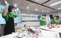 '종이팩 자원 살리기' 멸균팩 손분리 경연 개최 [TF사진관]