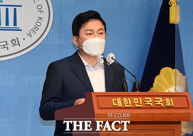 31일 국회에서 위드 코로나와 사회적 거리두기 개편 관련 기자회견을 하는 원희룡 전 제주지사.