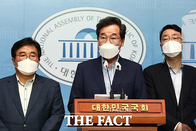 위드(with) 코로나' 정책 관련 기자회견하는 이낙연 전 더불어민주당 대표.