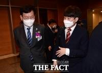 대화 나누는 송영길-이준석 [TF사진관]