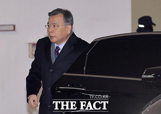 가짜 수산업자 김모(43) 씨 금품로비 의혹을 수사한 경찰이 박영수 전 특별검사를 검찰에 송치하기로 했다. 주호영 국민의힘 의원은 불입건됐다./더팩트 DB