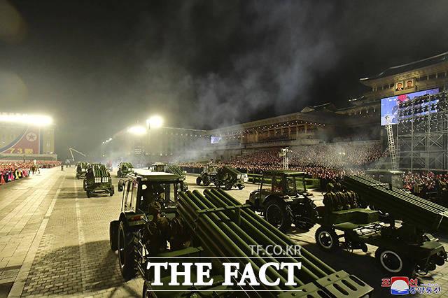 9일 새벽 북한 평양의 김일성 광장에서 공화국 창건 73돌 경축 민간·안전 무력 열병식이 열린 가운데 북한군의 군용 차량이 퍼레이드를 하고 있다. 이번 열병식에는 신무기와 전략무기의 공개는 없었다. /평양=AP.뉴시스