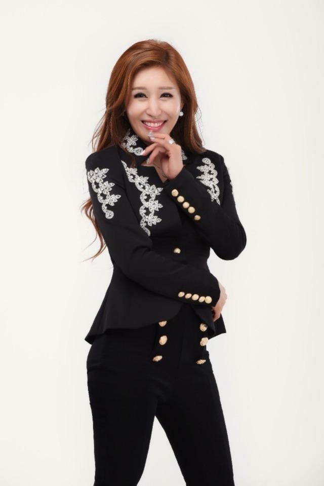 트로트가수 김혜연이 예능감까지 자랑하며 활발한 활동을 펼치고 있다. /타조엔터테인먼트 제공