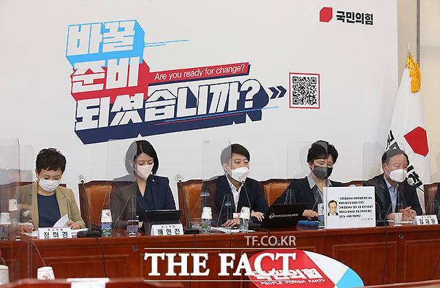 또 이 대표는 언론중재법 개정안 처리를 하려는 민주당을 향해 국회의원의 가짜뉴스로 인한 피해는 어떻게 보상할지 생각하라고 비판했다.