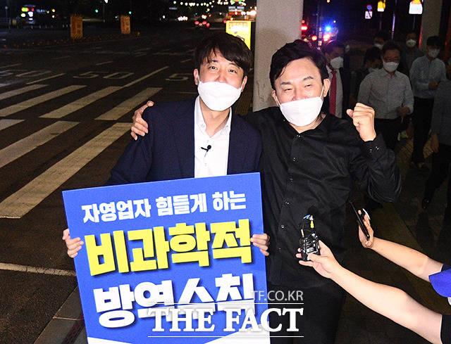 원희룡 전 지사와 파이팅 외치는 이준석 대표.