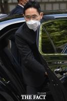 경영권 불법승계 혐의… 재판 출석하는 이재용 [TF사진관]