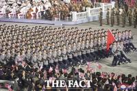 '신무기는 없었다'... 비정규군 열병식 진행한 북한 [TF사진관]