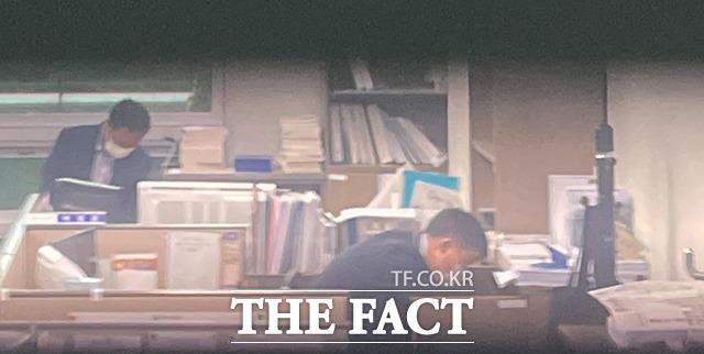 고위공직자범죄수사처(공수처)가 10일 오전 국민의힘 대권 주자인 윤석열 전 검찰총장의 고발사주 의혹과 관련해 김웅 국민의힘 의원실을 압수수색하고 있다. /국회=이선화 기자