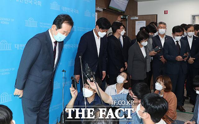 정 후보는 경선 다음날인 9월 13일 오후 국회 소통관에서 사퇴 의사를 밝혔다. /남윤호 기자