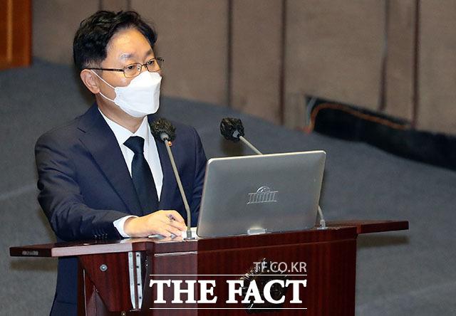 백혜련 의원 질의에 답변하는 박범계 법무부 장관.
