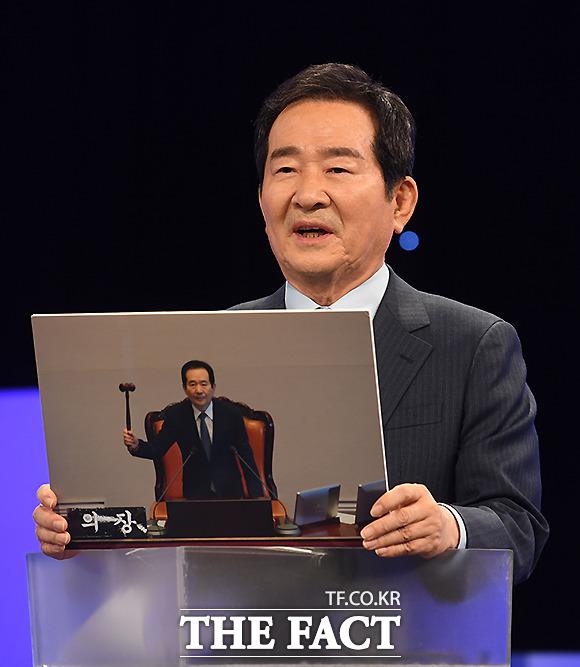 이날 정세균 예비후보는 내 인생의 한 장면으로 박근혜 전 대통령 탄핵 가결 사진을 공개했다. /이새롬 기자