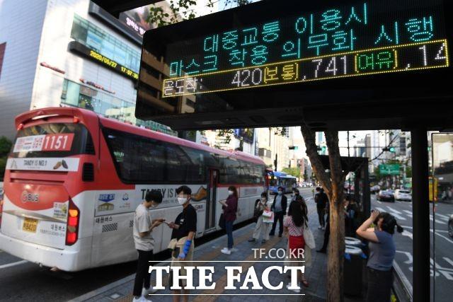서울시는 올 설에 이어 추석 연휴에도 대중교통 막차 시간을 연장하지 않는다고 밝혔다. /남용희 기자