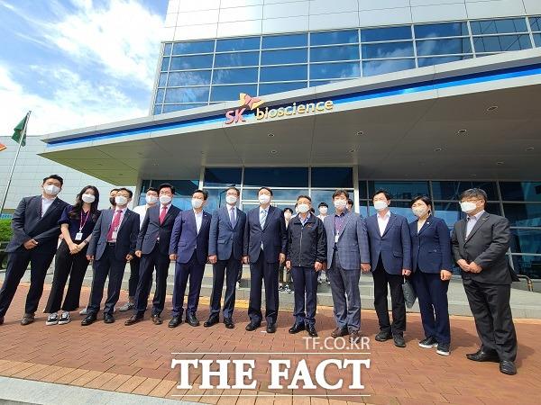 윤석열 전 검찰총장이 13일 경북 안동의 SK바이오사이언스 공장을 찾았다./안동=이민 기자
