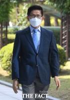 '코로나 속 예배 강행' 김문수, 여유있는 모습으로 법원 출석 [TF사진관]
