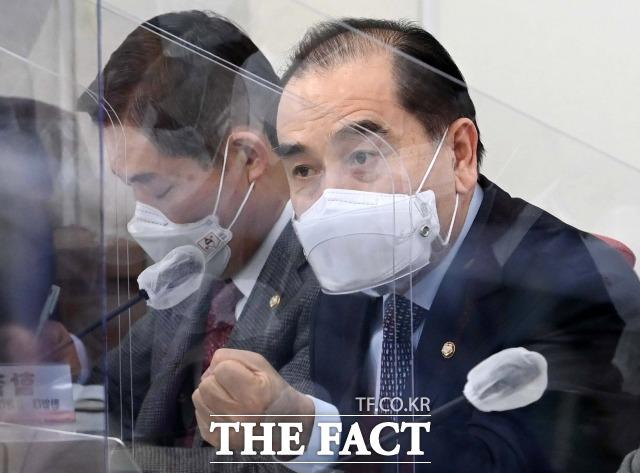 태영호 국민의힘 의원은 14일 문재인 정부 4년 동안 국세 수입이 1138조 원으로 박근혜 정부보다 270조 원을 더 걷었다고 밝혔다. /남윤호 기자