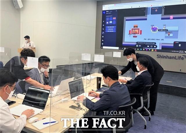 '신입사원이 임원 코칭을?'…신한라이프, '거꾸로 스쿨' 운영