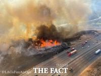'고속도로까지 위협!'…캘리포니아주 산불 비상사태 선언 [TF사진관]