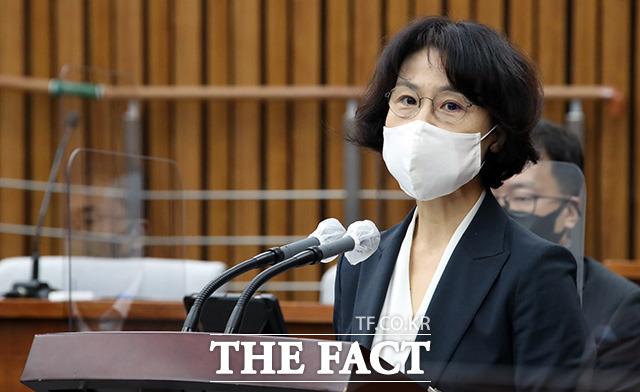 오경미(53·사법연수원 25기) 대법관 후보자가 15일 오전 서울 여의도 국회 인사청문회에서 모두발언을 하고 있다. /국회=이선화 기자