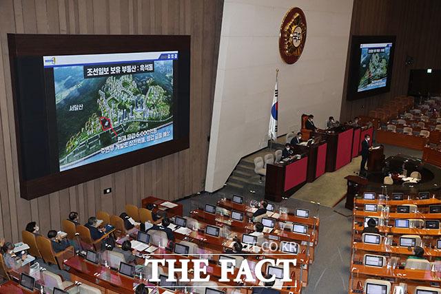 이날 김 의원이 공개한 조선일보와 그 사주 일가가 보유한 부동산은 총 40만여 평으로 시가 2조 5000억 원 규모다.