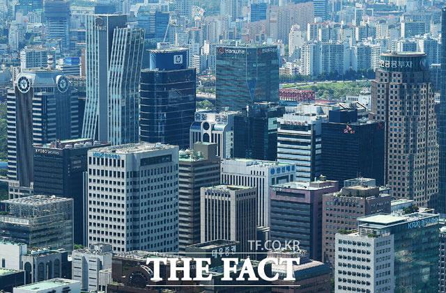한국경제연구원이 한국의 글로벌 선도기업 수와 성장성이 다른 국가에 비해 뒤처진다고 강조하며 대기업에 대한 지원을 확대해야 한다고 주장했다. /더팩트 DB