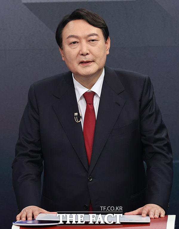 윤 전 총장은 여당이든 야당이든 국회의원에 대해서 정말 신중하게 응했다고 홍 의원의 주장을 반박했다. /국회사진취재단