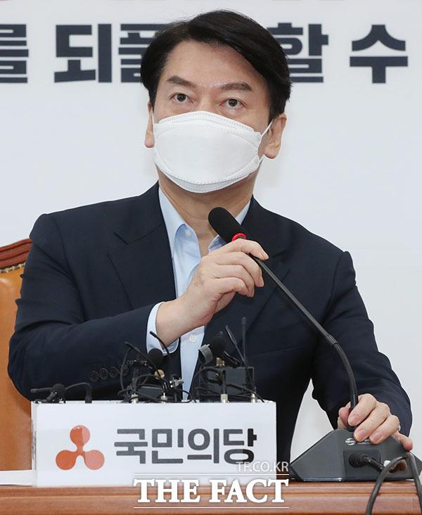 안철수 국민의당 대표가 16일 오전 서울 여의도 국회에서 기자회견을 열고 발언을 하고 있다. /국회=남윤호 기자
