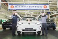 쌍용차, 첫 전기차 '코란도 이모션' 수출 선적…11월 유럽서 판매