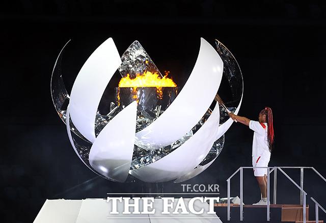 일본 테니스 선수 오사카 나오미의 성화봉송으로 시작된 2020 도쿄올림픽