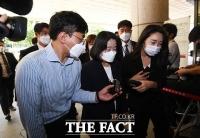 '후원금 유용 혐의' 윤미향, 2차 공판 출석 [TF사진관]