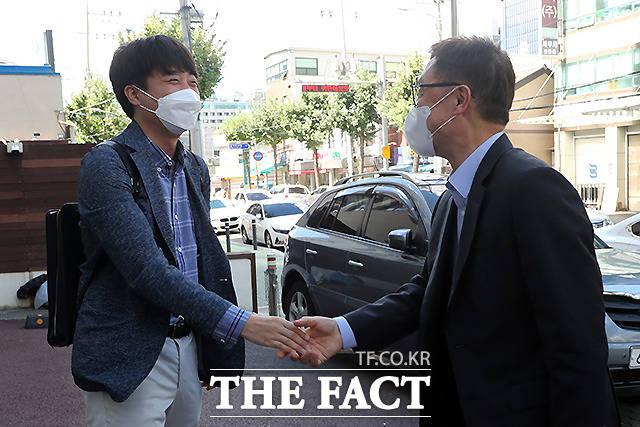 추석 연휴 첫날 만난 이준석 대표(왼쪽)와 최재형 대선 경선 예비후보.