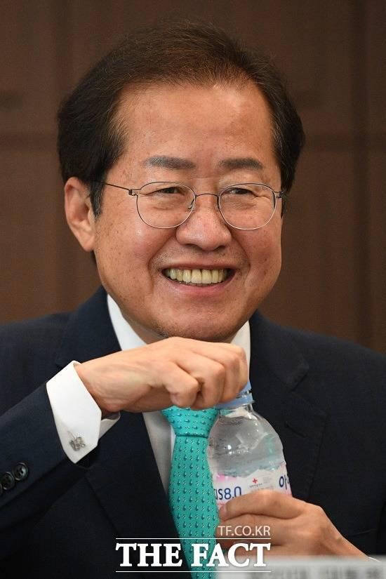 국민의힘 대권 주자인 홍준표 의원이 최근 조국 전 법무부 장관 일가에 대한 검찰의 수사가 과했다는 입장을 고수하면서 위기에 처했다. /남윤호 기자