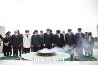 제주 4.3평화공원 참배 후 유족과 간담회 갖는 이낙연 [TF사진관]