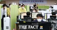 추석연휴 코로나 공동대응상황실 의료진 격려하는 오세훈 시장 [TF사진관]