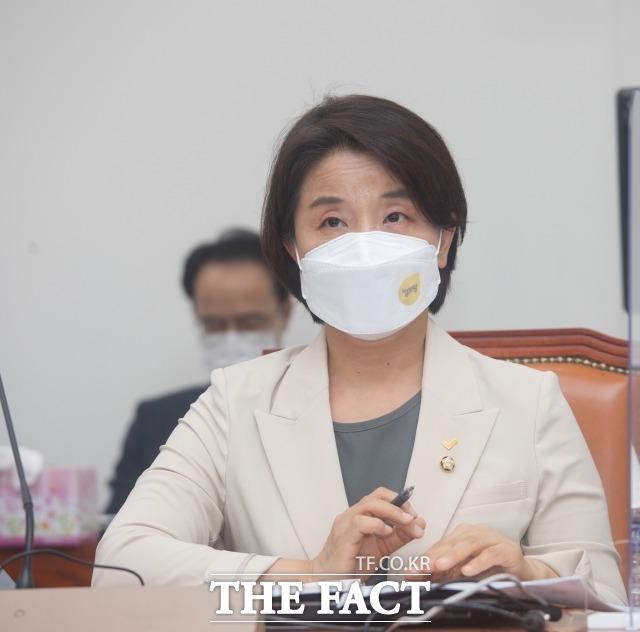 이은주(사진) 정의당 의원이 경찰청에서 받은 자료에 따르면 최근 5년간 데이트폭력 사건은 모두 4만 8000여 건 발생했지만 구속률은 4.2%에 그쳤다. /이선화 기자