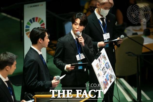 그룹 방탄소년단(BTS)의 지민이 20일(현지시간) 미국 뉴욕 유엔본부 총회장에서 열린 제2차 SDG Moment(지속가능발전목표 고위급회의) 개회식에서 발언하고 있다. /UN 제공