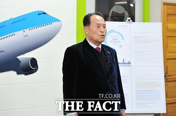 김영만 군위군수가 통합신공항 관련 입장을 밝히고 있다./더팩트DB