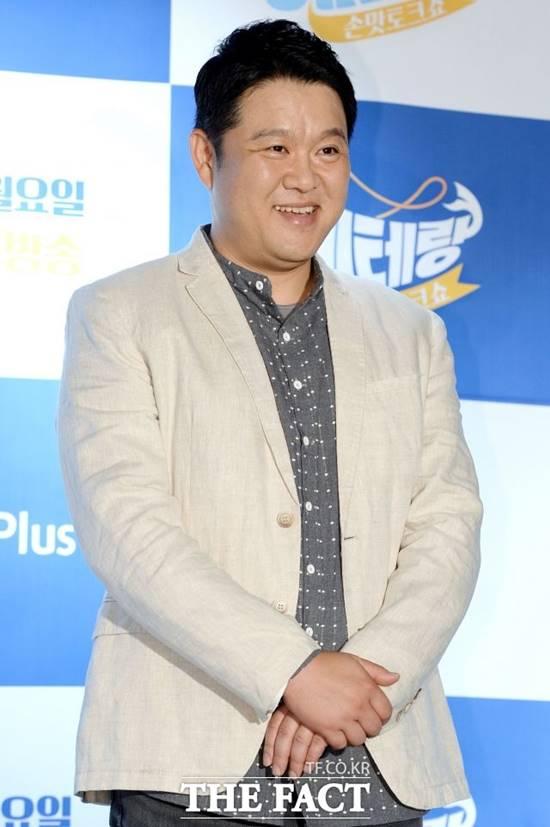 방송인 김구라가 재혼한 아내와 함께 늦둥이를 출산해 많은 축하를 받고 있다. /더팩트 DB