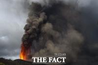'300m 넘는 불기둥' 라팔마 화산폭발…스페인 장관은 '멋진 쇼' 망언 [TF사진관]
