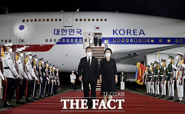3박5일 미국 일정을 마치고 귀국한 문재인 대통령과 김정숙 여사.