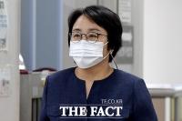 '환경부 블랙리스트 사건'…항소심 출석한 신미숙 전 청와대 비서관 [TF사진관]